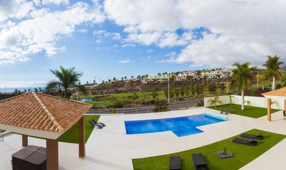 Villa in Adeje,  Golf Costa Adeje, 345 m2, fully furniture, garden, terrace, garage, parking   | 1