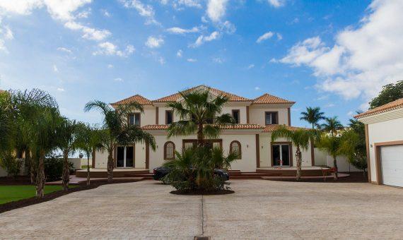 Villa in Adeje,  Golf Costa Adeje, 345 m2, fully furniture, garden, terrace, garage, parking   | 2