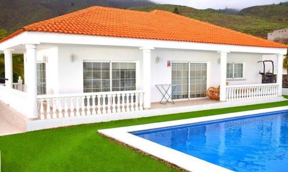 Villa in Guia de Isora,  Guía de Isora, 250 m2, partially furniture, garden, terrace, garage, parking     2
