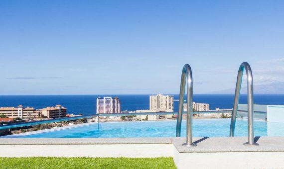Villa in Adeje,  Playa Paraiso, 369 m2, fully furniture, garage, parking   | 2