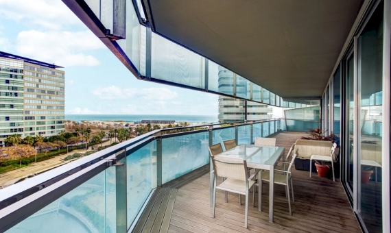 - Apartment of 128 m2 with sea views on sale in Diagonal Mar in Barcelona