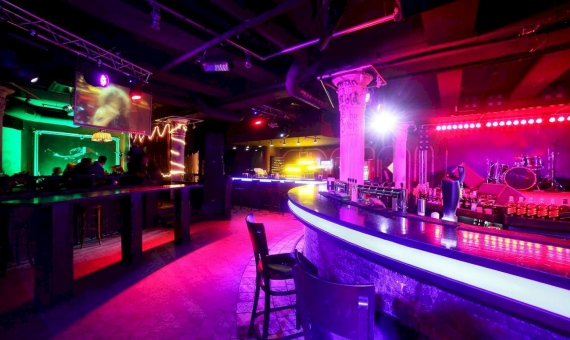 Discoteca en traspaso con inquilino en Eixample | shutterstock_167354432-570x340-jpg