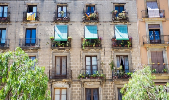 Hostel for sale in the center of Barcelona | shutterstock_248434726-570x340-jpg