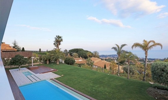 Luxury villa with panoramic sea views in Supermaresme on sale | 2