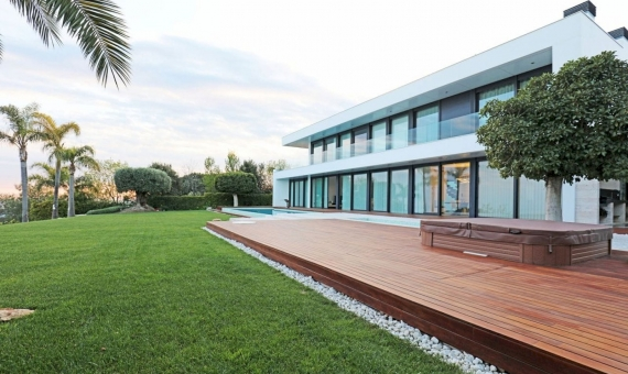 Luxury villa with panoramic sea views in Supermaresme on sale | 4