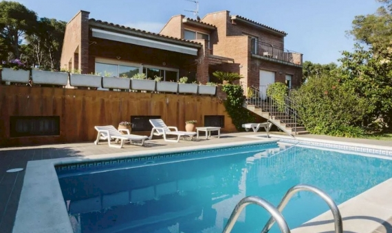 Villa with beautiful garden on sale in Playa de Aro, Costa Brava | 2