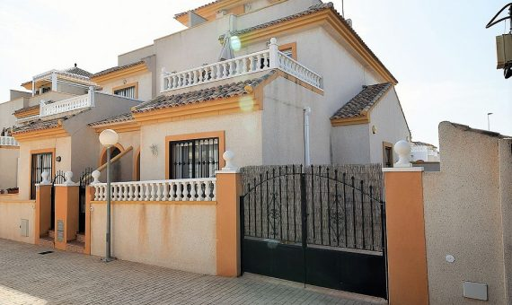 Townhouse in Alicante, Torrevieja, 76 m2, pool   | g_ole_cf981c12-e880-af47-82e3-25c31057b781-570x340-jpg