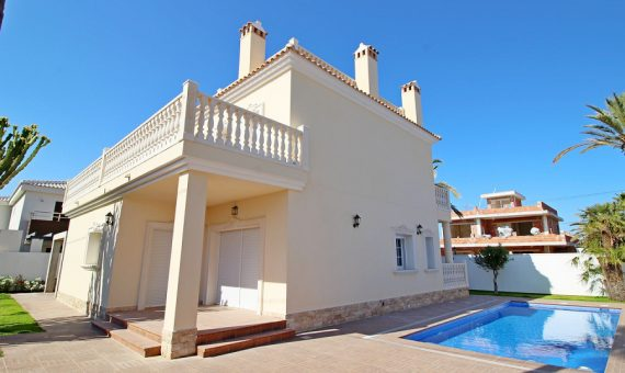 Villa in Alicante, Orihuela Costa, 250 m2, pool -
