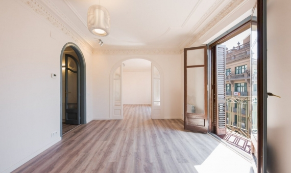 Renovated 5-bedrooms apartment on sale in Born | salon_comedor_02-570x340-jpg