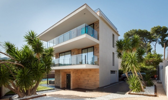 Modern house with swimming pool in Castelldefels | 1-570x340-jpg