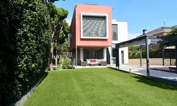 - House for sale in Gava Mar 100 meters from the beach