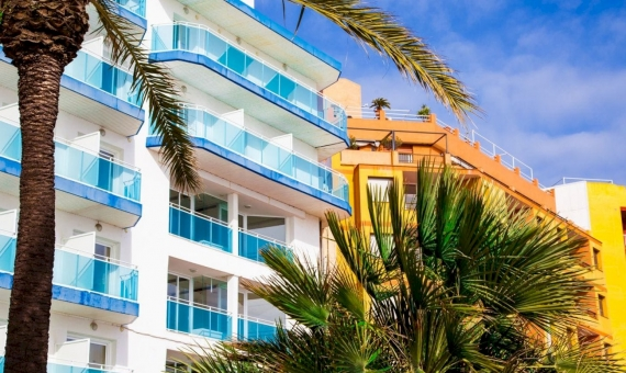 Hotel with 167 rooms 2 minutes from the beach | shutterstock_1034528626-570x340-jpg