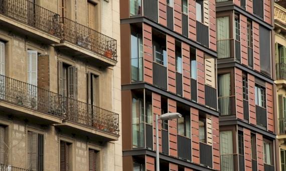 Commercial premise 1390 m2 in Eixample, Barcelona | shutterstock_1351567562-570x340-jpg