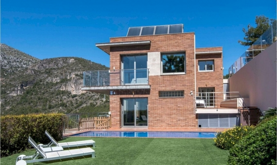 House with stunning views in Les Botigues, Costa Garraf | 1