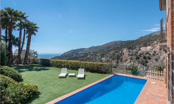 House with stunning views in Les Botigues, Costa Garraf | 2