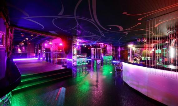 Local con licencia de sala de fiestas en Eixample, Barcelona | shutterstock_223927765-570x340-jpg