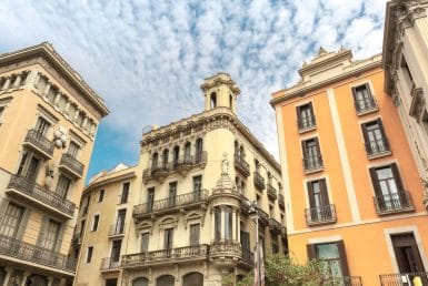 Building of 1.530 m2 in the historic center of Barcelona - shutterstock_323038919