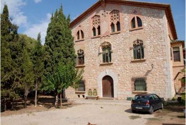 Masía modernista del siglo XIX con 15 ha de terreno en Costa Garraf, Barcelona - Captura