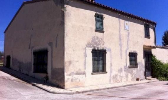 Усадьба с территорией в 8,6 гектаров и винодельней в регионе Пенедес, Барселона | shutterstock_750344539-570x340-jpg