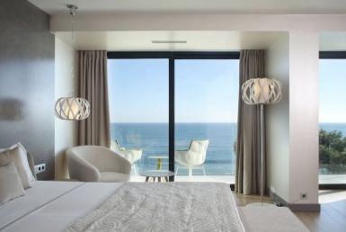 Edificio con 15 apartamentos turísticos en primera línea de mar en Costa Brava - Captura20