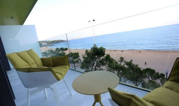 Building with 15 tourist apartments on the seafront in Costa Brava | 1