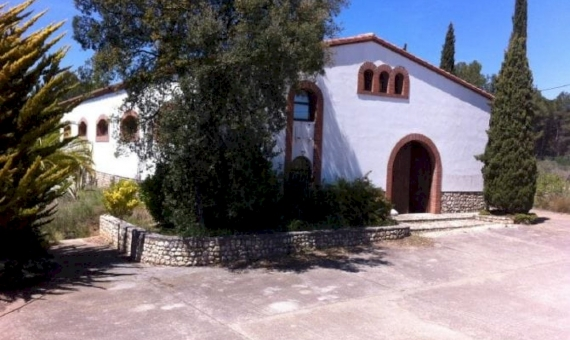 Fully renovated manor with 8.6 ha of land and a winery in Penedes, Barcelona | 3
