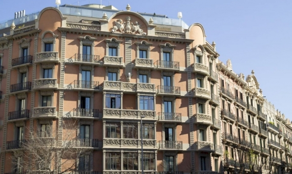 4-star hotel with 85 rooms in Eixample, Barcelona | shutterstock_380714854-570x340-jpg