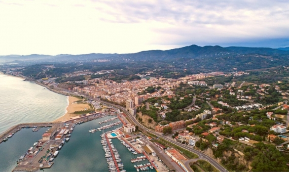 - Plot of 565 m2 for residential development in Arenys de Mar, Costa Maresme