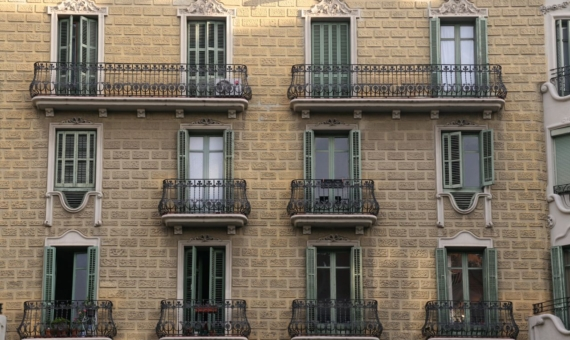 Building of 651 m2 in Eixample, Barcelona | shutterstock_1405240466-570x340-jpg