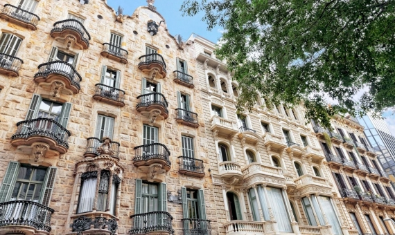 Hotel of 3 stars in Plaza Cataluña, the heart of Barcelona | shutterstock_227409448-570x340-jpg