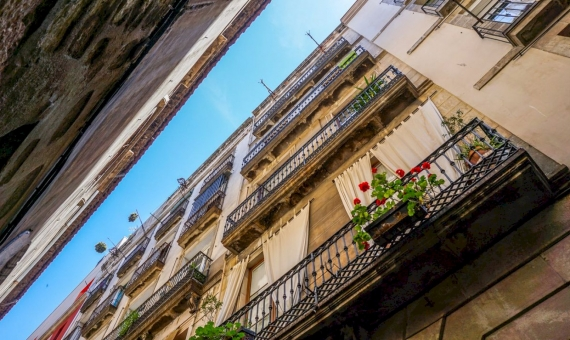 Building with tourist apartments close to Camp Nou stadium | shutterstock_753563224-570x340-jpg