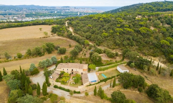 Outstanding country estate with tourist license in Costa Brava | 3