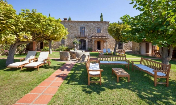 Outstanding country estate with tourist license in Costa Brava | 1