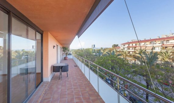 Spacious apartment with a terrace and sea view in Gava Mar, Costa Garraf | 2
