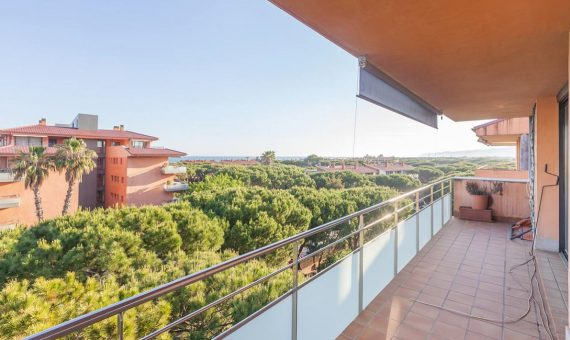 Spacious apartment with a terrace and sea view in Gava Mar, Costa Garraf | 1