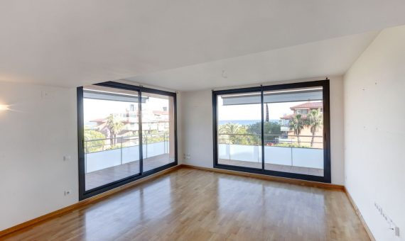 Spacious apartment with a terrace and sea view in Gava Mar, Costa Garraf | 3