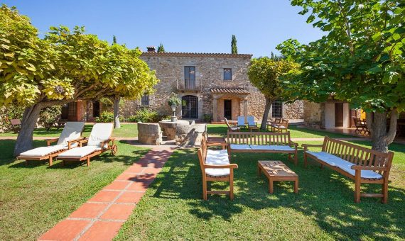 Outstanding country estate with tourist license in Costa Brava | mas_seguer_web_012-570x340-jpg