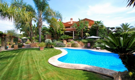 Luxury villa on the seafront in an exclusive neighborhood of Tamarit, Costa Dorada | 0-fileminimizer-570x340-jpg