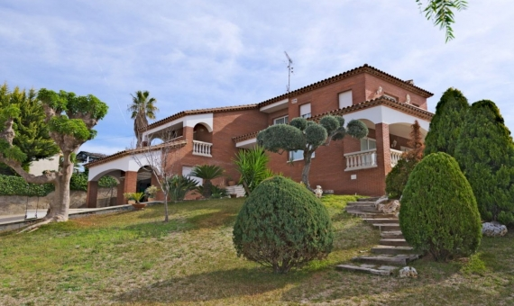 Spacious villa with large garden and private swimming pool in Calafell, Costa Dorada | 1-fileminimizer-2-570x340-jpg
