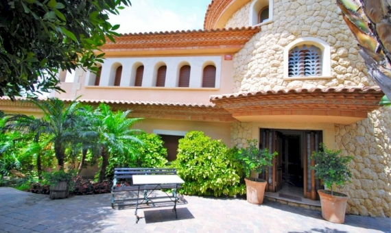 Luxury villa on the seafront in an exclusive neighborhood of Tamarit, Costa Dorada | 1