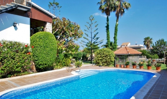 Villa close to the beach with a large garden in Roda de Bara, Costa Dorada | 2-fileminimizer-570x340-jpg