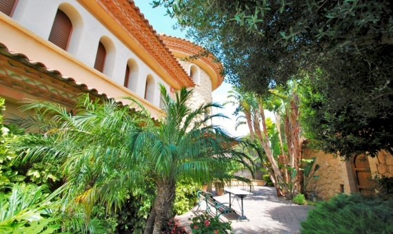 Luxury villa on the seafront in an exclusive neighborhood of Tamarit, Costa Dorada | 3