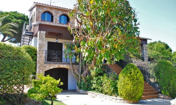 Villa close to the beach with a large garden in Roda de Bara, Costa Dorada | 1