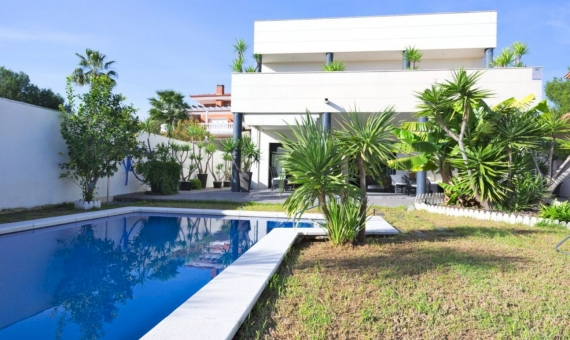 Modern style villa with sea views in a prestigious area of Calafell in Costa Dorada | 6-fileminimizer-1-570x340-jpg