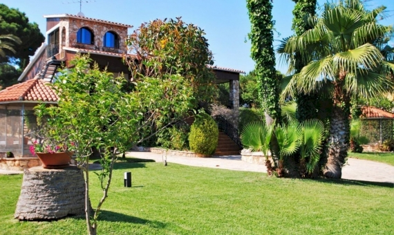 Villa close to the beach with a large garden in Roda de Bara, Costa Dorada | 2