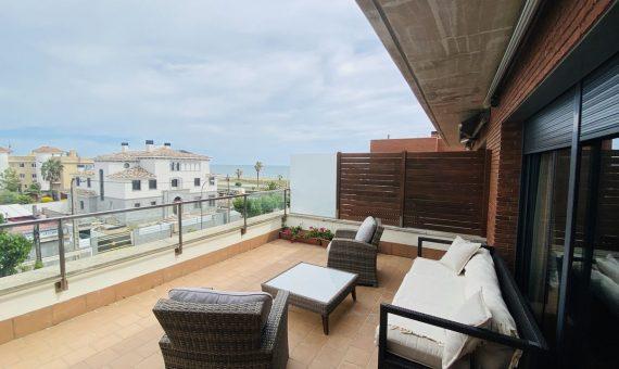 - Chalet adosado de 300 m2 en primera línea de mar en Castelldefels, Costa Garraf