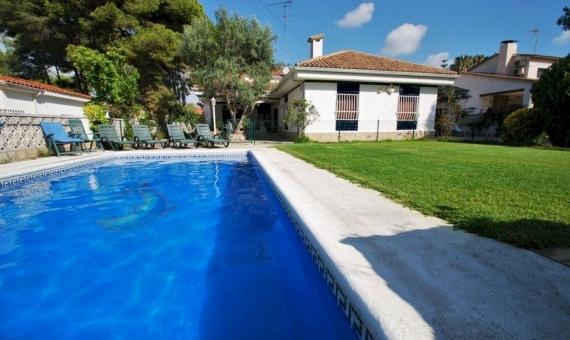 Seafront villa of 400 m2 in Roda de Bara in Costa Dorada | r2crallw-570x340-jpeg