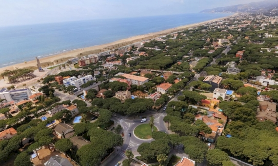 Plot of 8.000 m2 for the construction of 9 houses in Castelldefels, Costa Garraf | shutterstock_1408100912-570x340-jpg