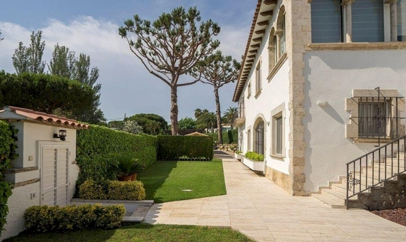 Elegant semi-detached villa in prestigious urbanization La Gavina, Costa Brava | 4