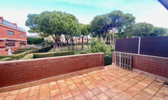 Townhouse for rent on the seafront in Gava Mar, Costa Garraf | 1